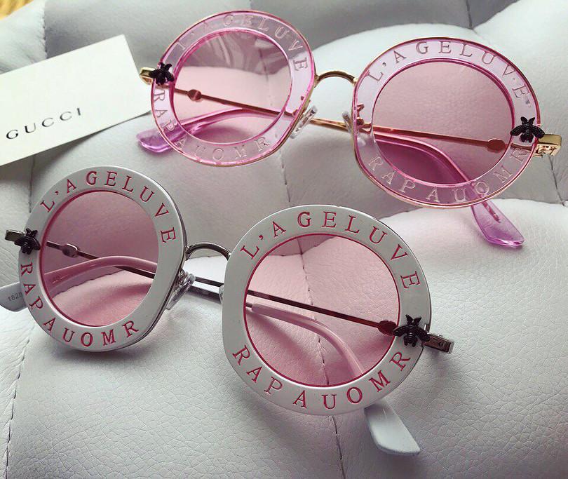 Женские солнцезащитные очки Гуччи Gucci белые с розовым отливом с надписью