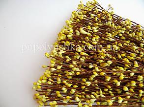 Квіткові тичинки насичено-жовті