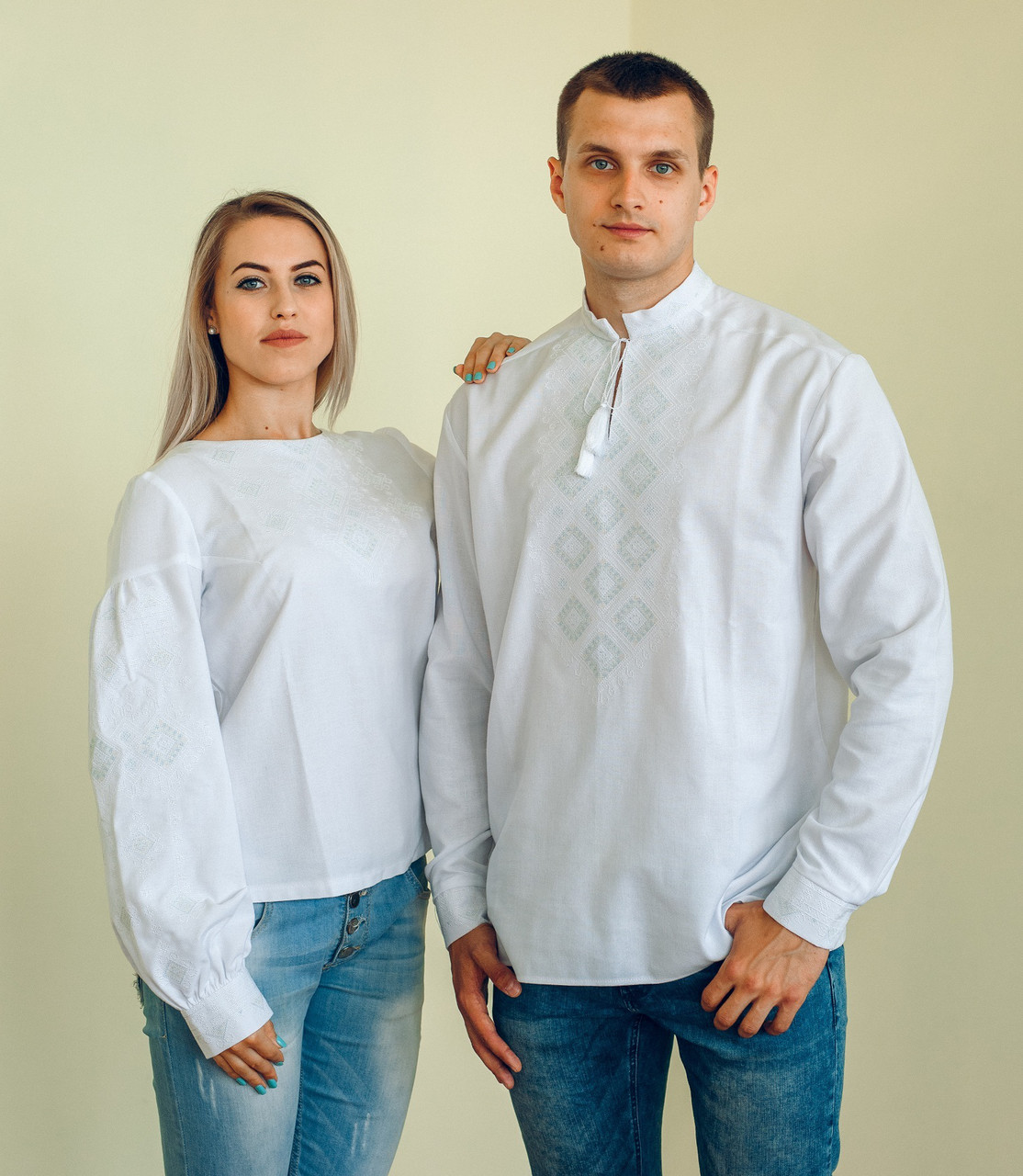 Комплект вишиванок для пари (біла вишивка)  продажа f3c698cb82b65
