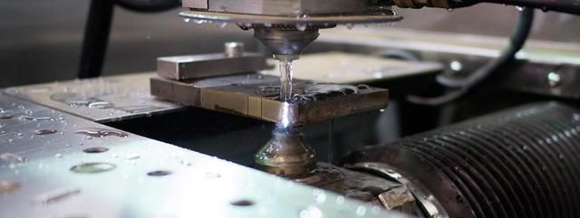 Водно-абразивная резка металлов