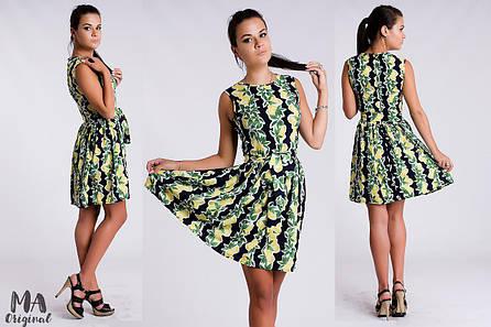 Платье в стиле Baby Doll из крепа с романтичным принтом лимонов.