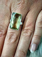 Кольцо из цитрина светло-желтого цвета прямоугольной формы