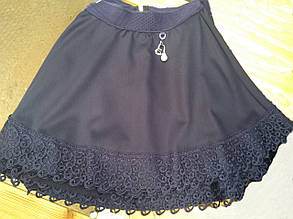 Красивая расклешенная школьная юбка с интересным кружевом на девочку.