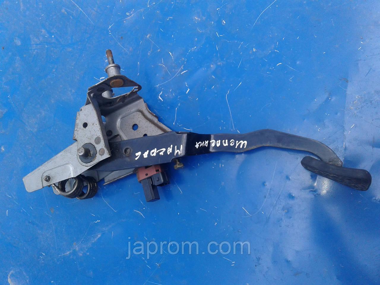 Педаль сцепления Mazda 6 GG 2002-2007г.в.