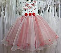 2.27 Белое с красным нарядное детское платье с вышивкой на 2-3 годика