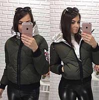 Женская короткая куртка с серебристым капюшоном весна