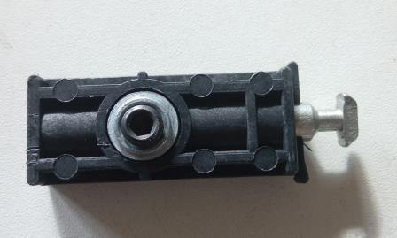 Стык винтовой (стяжка, сигма) для соединения торговых профилей