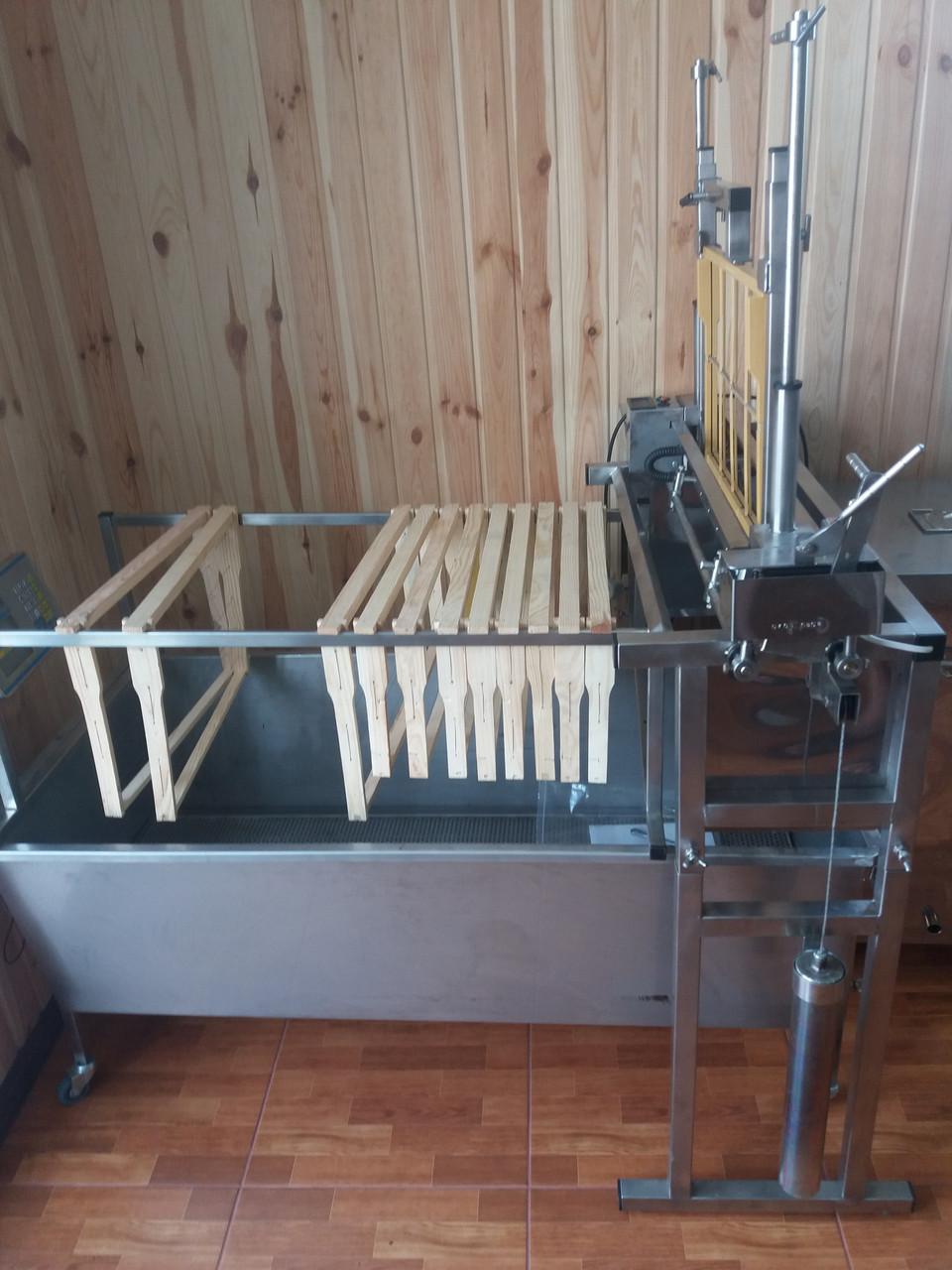 Универсальный распечатыватель пчелиных рамок