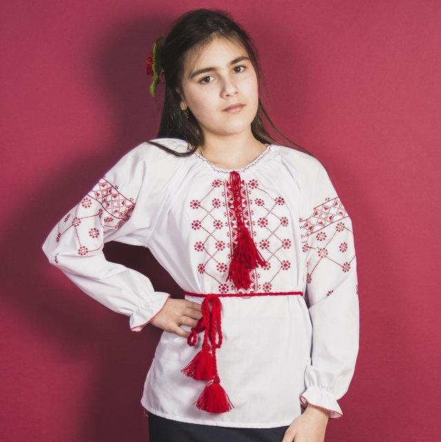Вышиванка для девочек Цветок белая с длинным рукавом