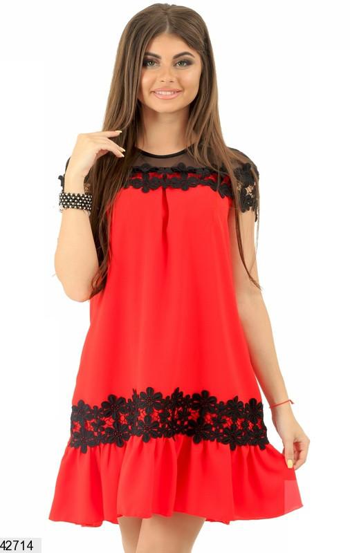 Летнее платье свободного кроя мини с коротким рукавом с кружевами красное