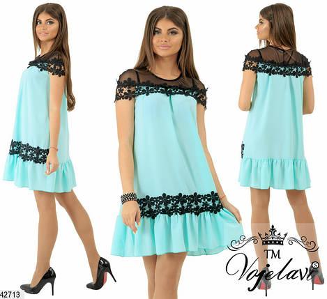 Модное платье выше колен широкое с коротким рукавом прозрачная вставка с рюшами мятное, фото 2