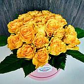 Коробка з жовтими трояндами