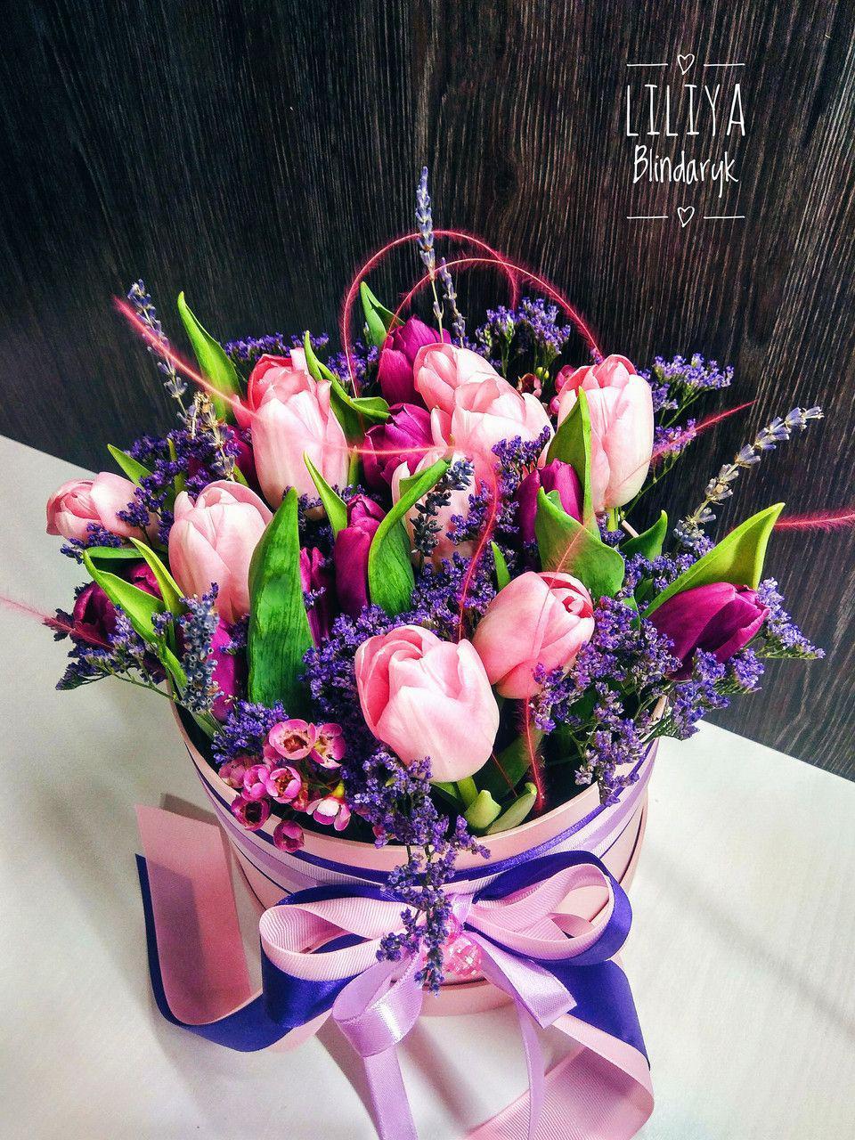 Шляпная коробка с тюльпанами и лимониумом