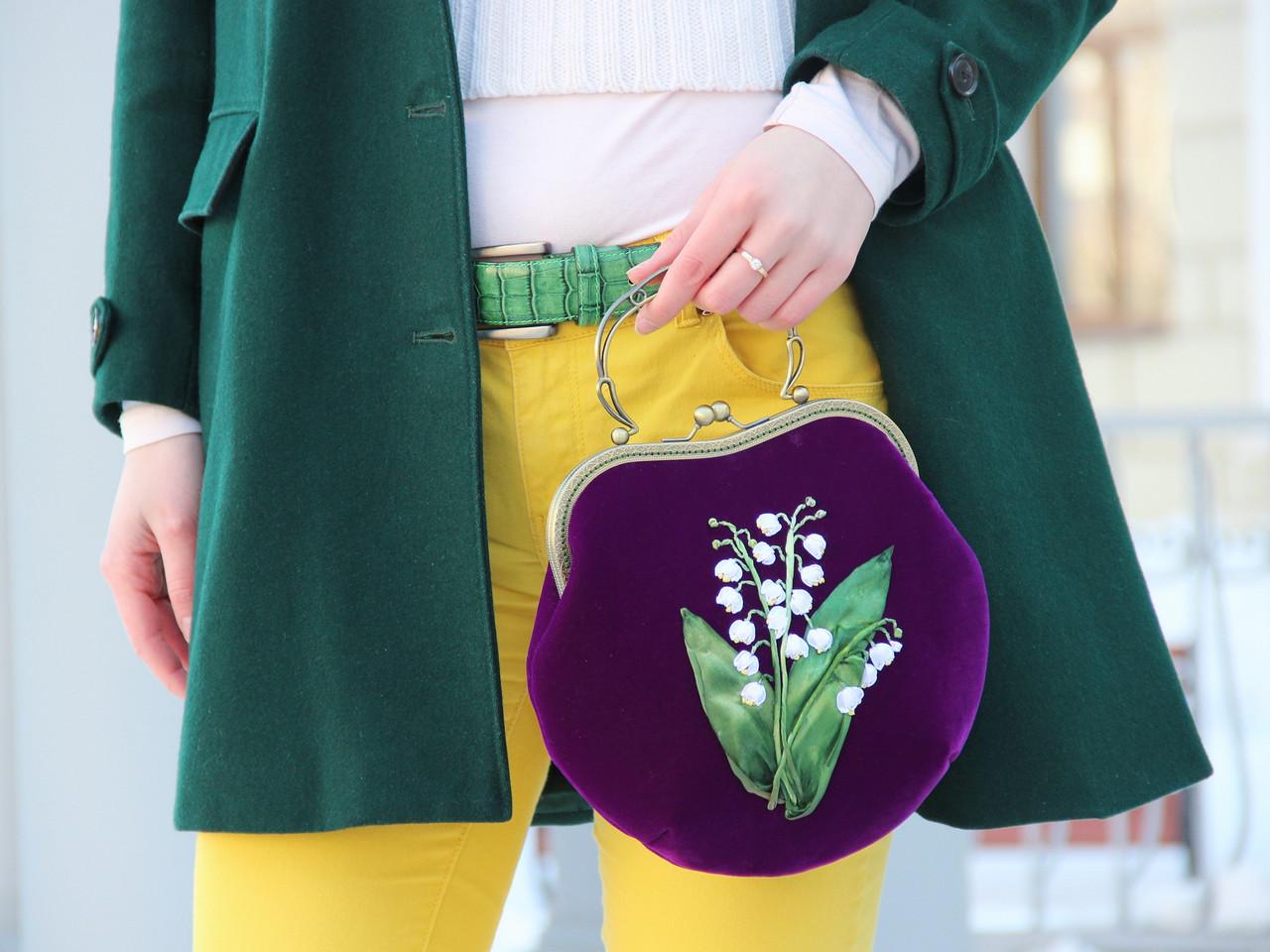 Бархатная сумочка с авторской вышивкой ландыши.