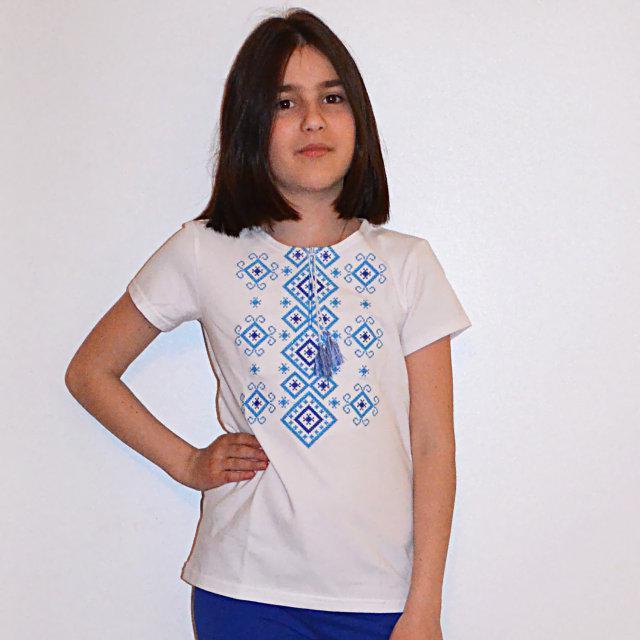 Футболка трикотажная с голубой вышивкой для девочек
