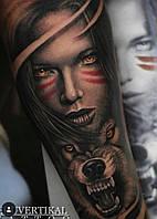 Татуировка - волк и девушка.