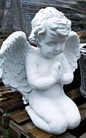 Надгробная скульптура. Ритуальная статуя Ангелочек на коленях 52 см бетон, фото 1