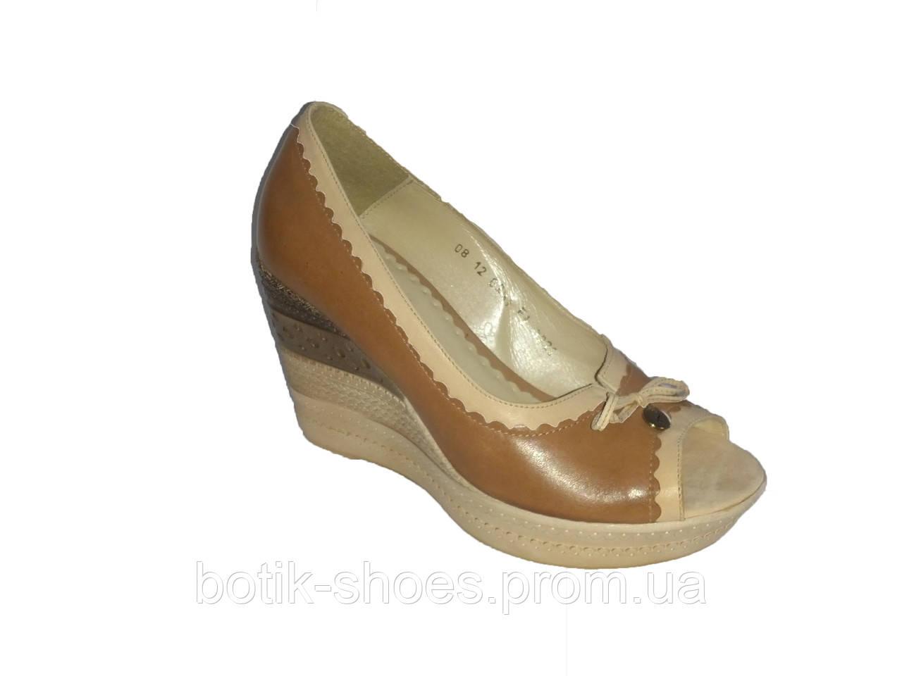db91654a6b32 Кожаные польские женские коричневые стильные туфли на танкетке с открытым  носком ...