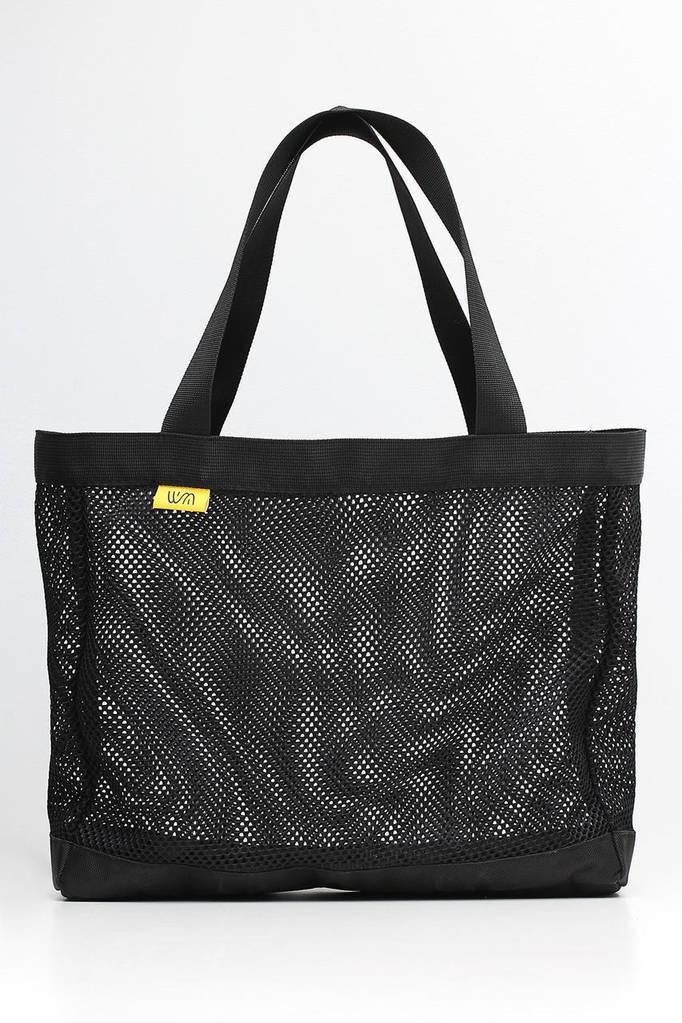 Черная сумка-тоут из сеточки