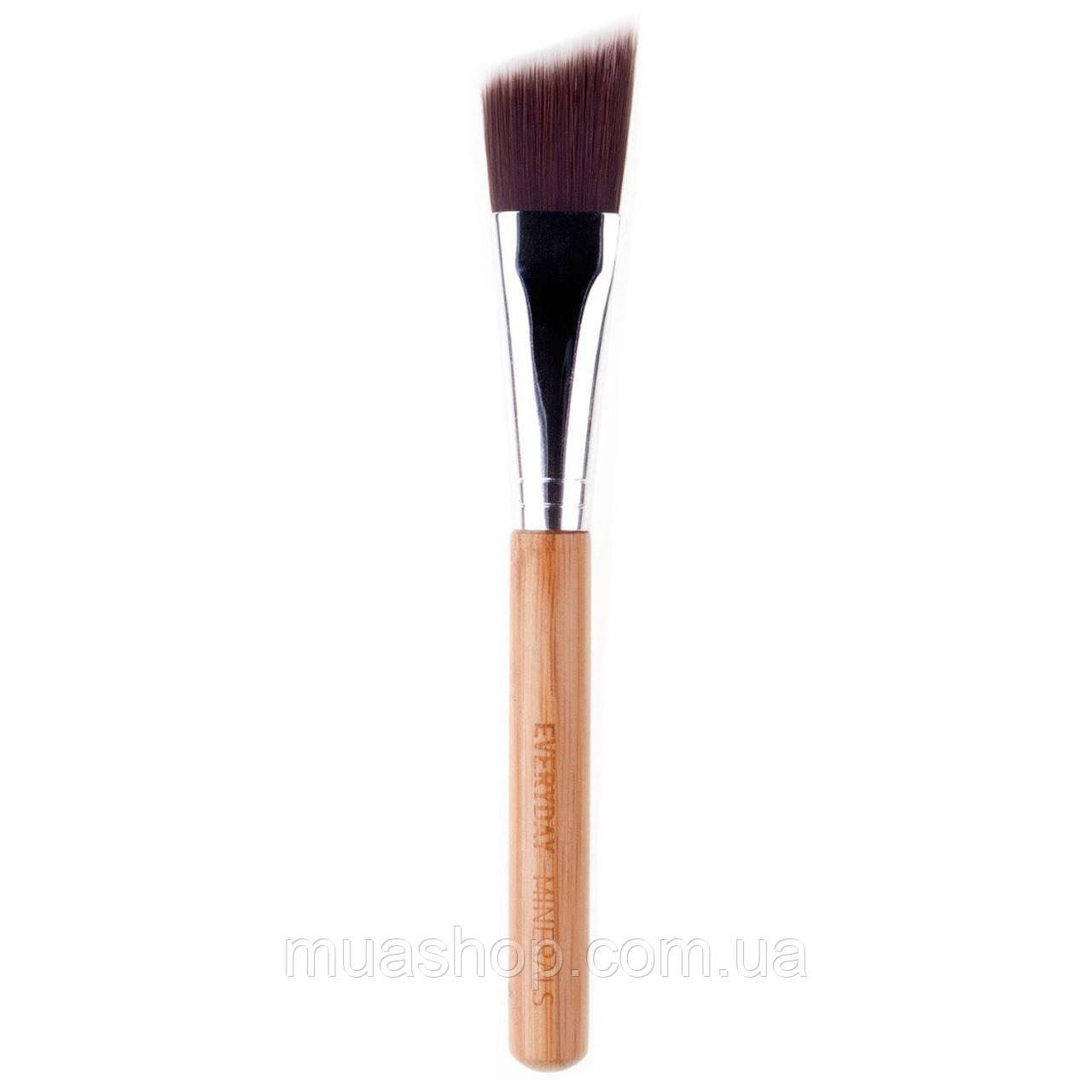 Угловая кисть для контуринга EVERYDAY MINERALS Angled Face Brush