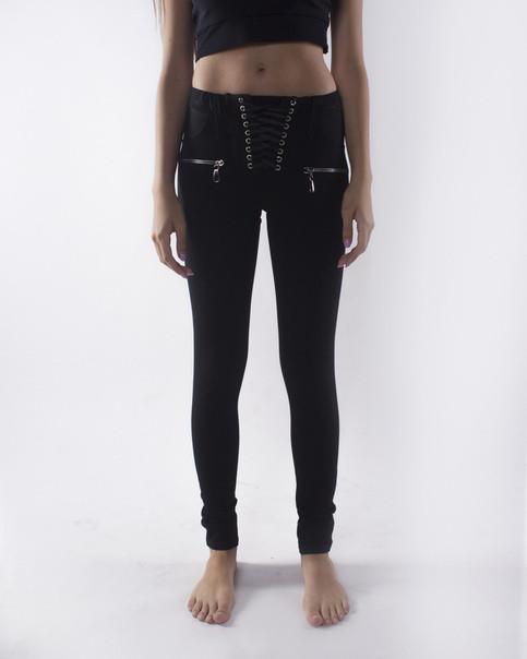 Стильные черные женские брюки с переплетом на гульфике. Размеры : 40,42,44,46.