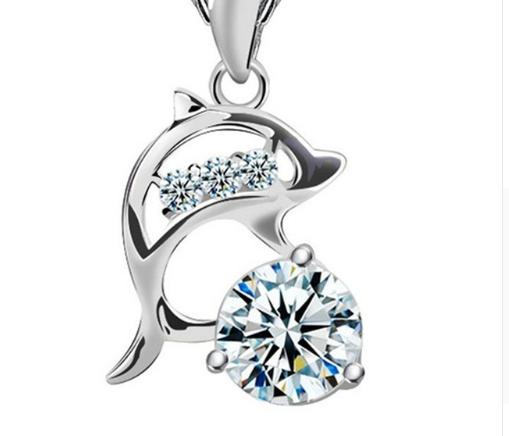 Серебряный кулон Дельфин с белым камнем стерлинговое серебро 925 пробы