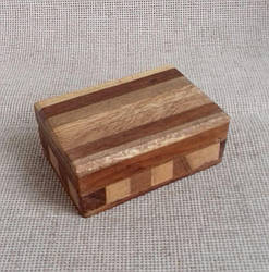 Маленькая деревянная шкатулка  7.5х5х3 см