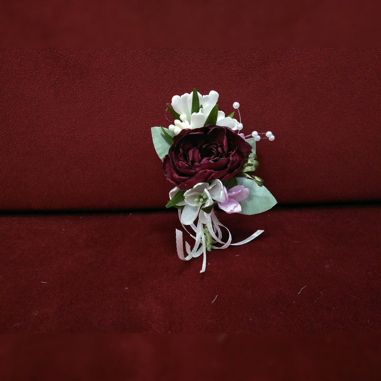 Свадебная бутоньерка из пиона бордовая