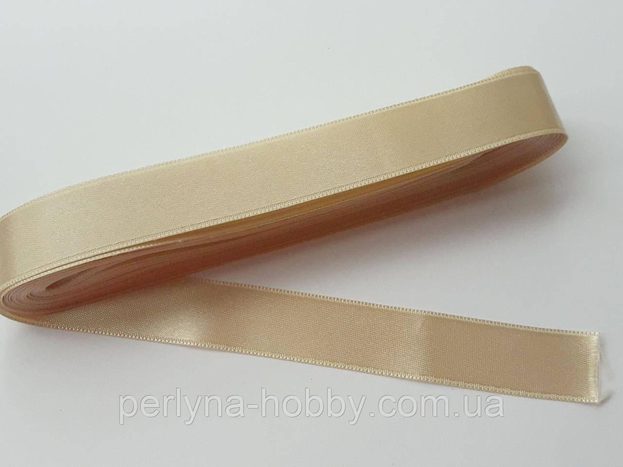 Стрічка атласна  двостороння 2 см ( 10 метрів) бежева світла з золотистим відтінком 600