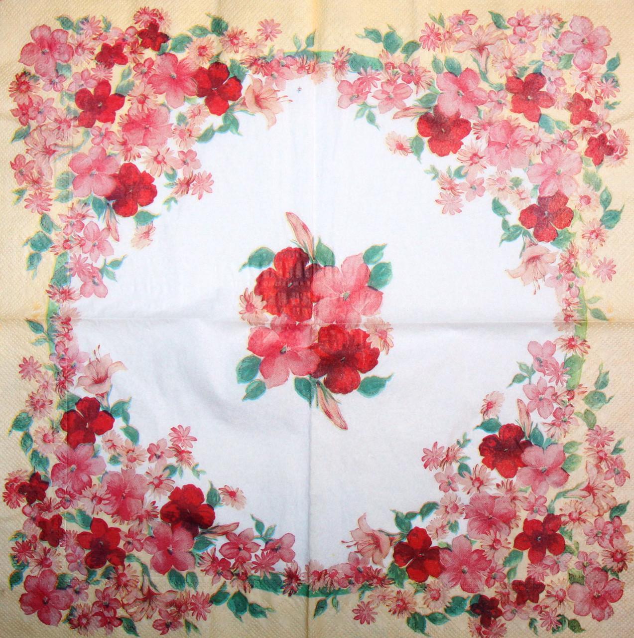 Салфетка декупажная Бежевая цветочная кайма 7632