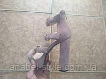 Копия Босоножки замшевые бежевого цвета на устойчивом каблуке носок открыт пятка закрыта 3 застежки Код 1720, фото 2