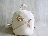 Женский молодежный рюкзак с брендовым значком