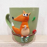 """Сувенирная чашка декорированная полимерной глиной """"Лиса в носочках"""""""