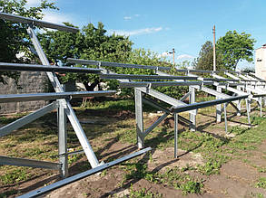 монтаж оцинкованных столов для солнечных панелей