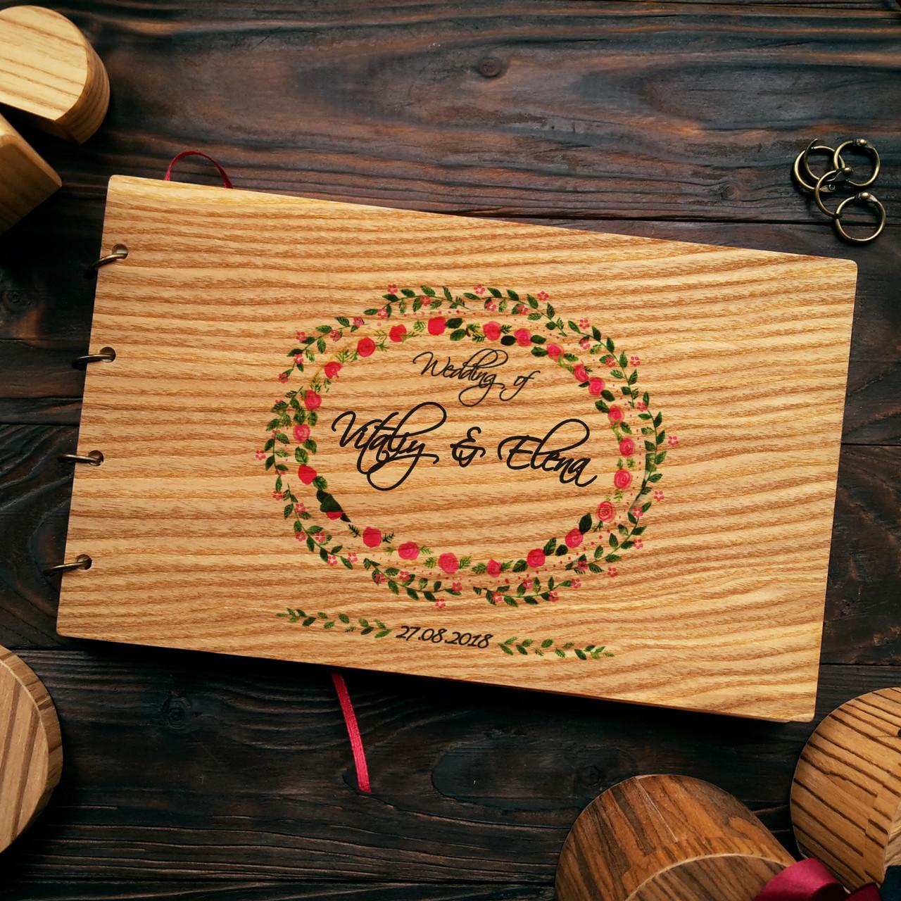 """Свадебная книга для поздравлений и пожеланий с деревянной обложкой """"Кольца из цветов"""""""