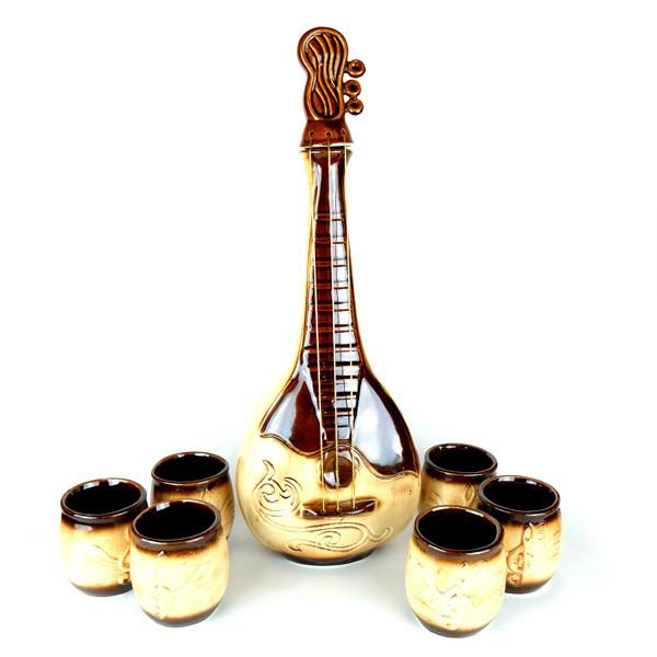 Домра - винный набор, бутылка и 6 рюмок