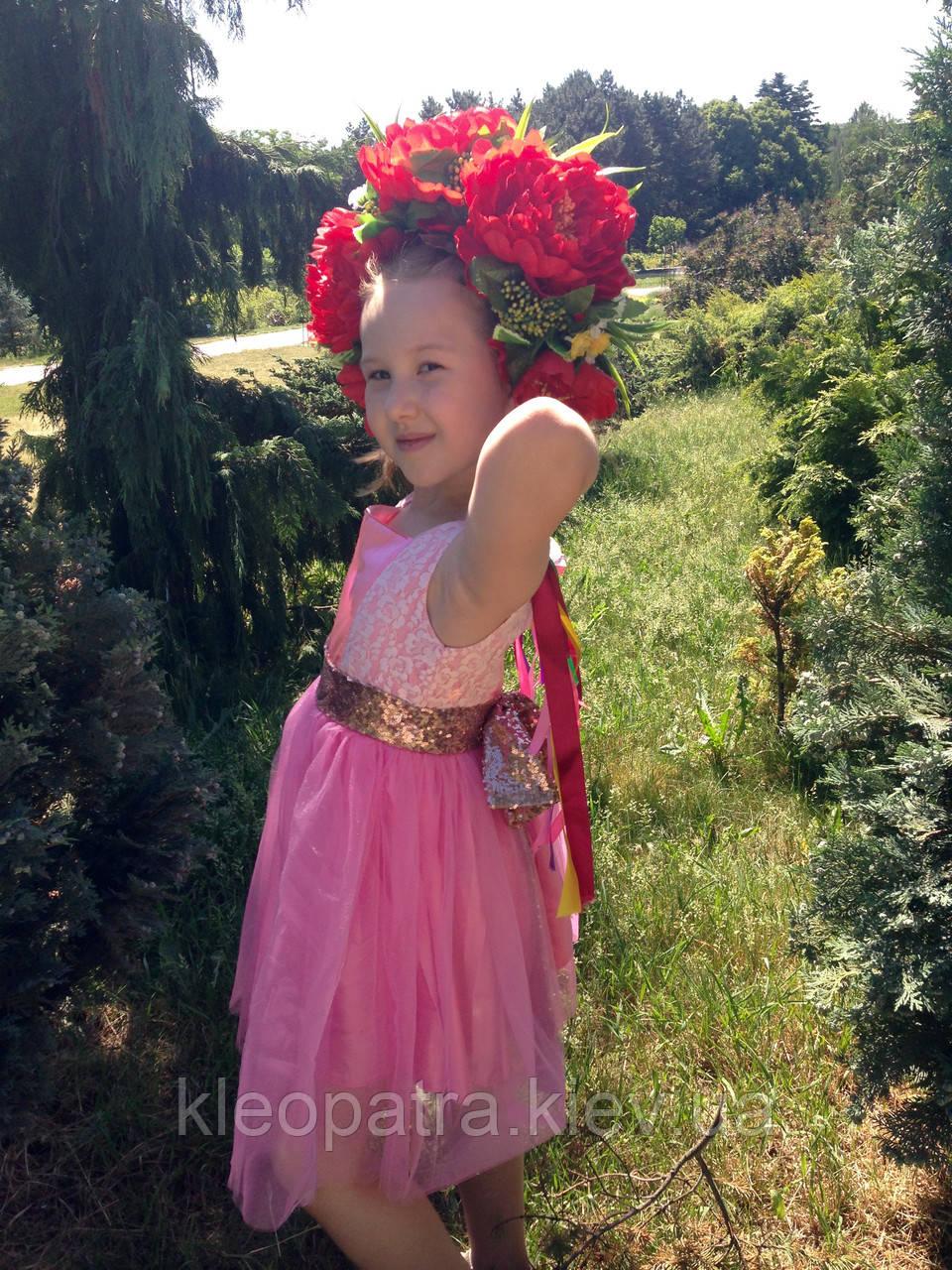 Нарядное платье для девочки с красивым золотоым поясом-бантом