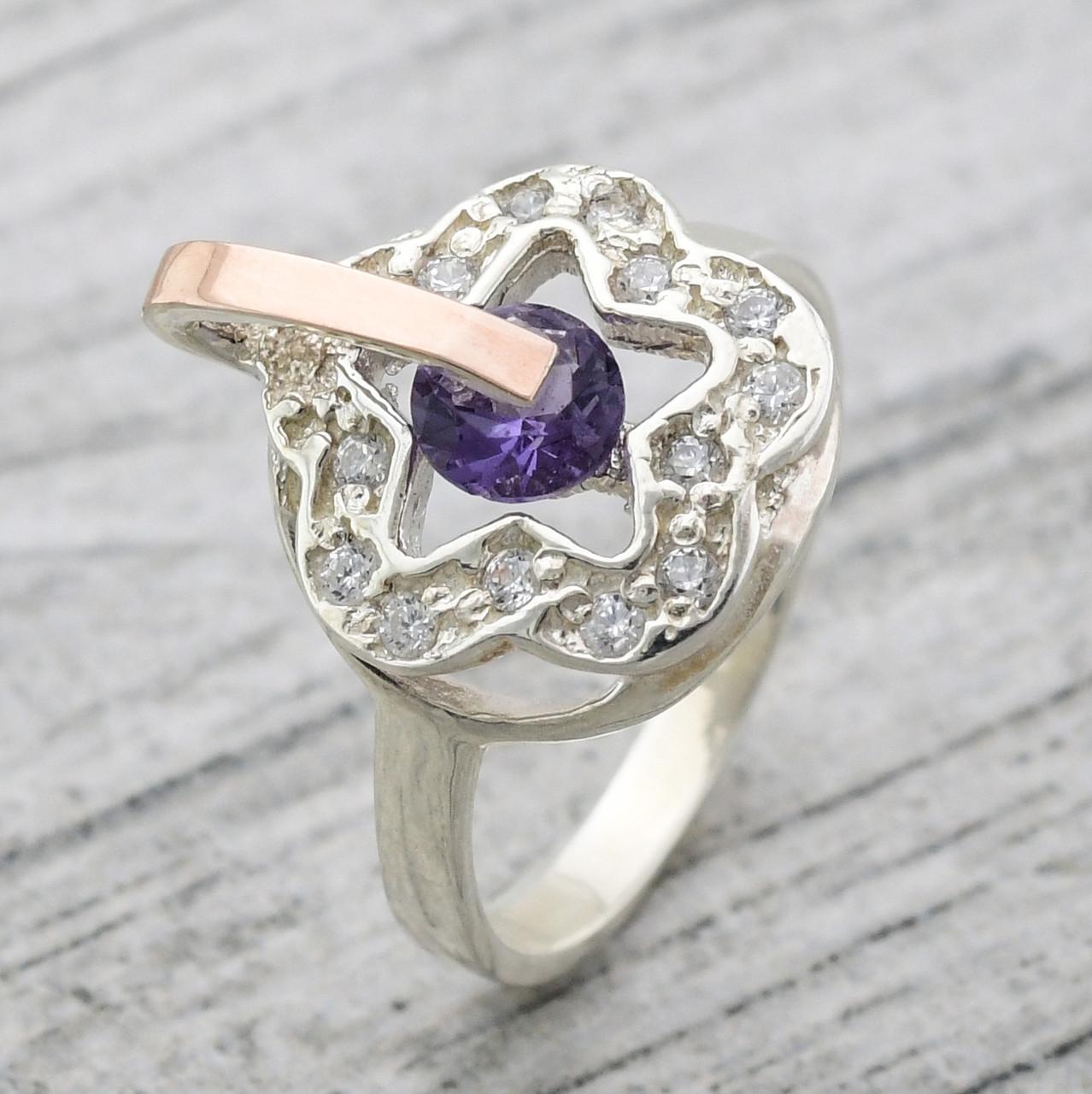 """Серебряное кольцо """"Искра"""", вставка фиолетовый и белые фианиты, вес 2.8 г, размер 17"""