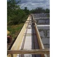 Установка деревянной опалубки для заливки фундамента