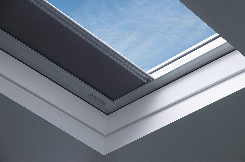 Штора (для окон плоских крыш) Fakro ARF/D I Z-Wave 70х70 см