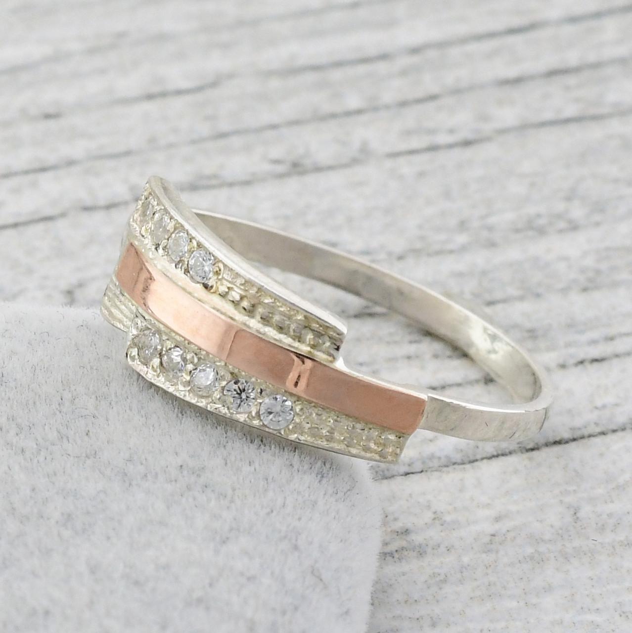 """Серебряное кольцо """"Олимп"""", вставка белыефианиты, вес 1.73 г, размер 16"""