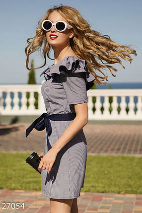 Модное платье на лето мини приталенное с поясом рюши в клетку синее с белым, фото 2