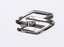 Эмблема Suzuki на двухстороннем скотче (l-104мм, b-68мм, s-5мм)