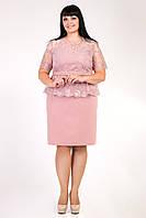 Пудровое женское приталенное платье ниже колен