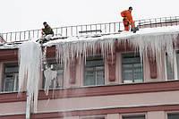 Уборка снега с крыши в Киеве
