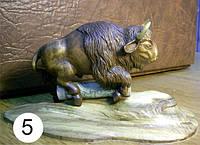 Настольная фигурка «Бизон». Резная мебель. Резной декор.