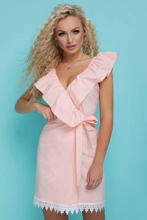 14a04dfd16e Летнее платье мини внизу кружева на запах без рукав с воланами персиковое