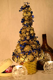 Елка из шишек 42 см золотая украшенная синим