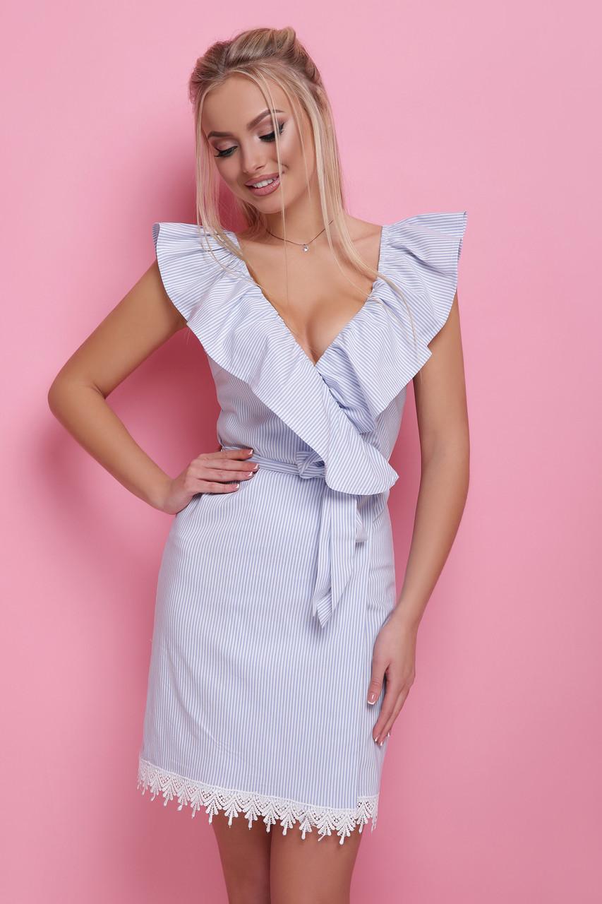 Нежное платье на лето по фигуре на запах с воланами без рукав голубая полоса