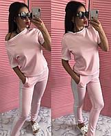 Модный женский костюм розового цвета с белыми лампасами